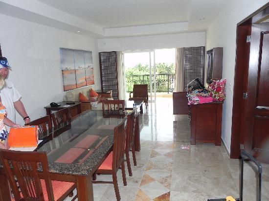Hacienda Tres Rios: Living room of 2 BR suite