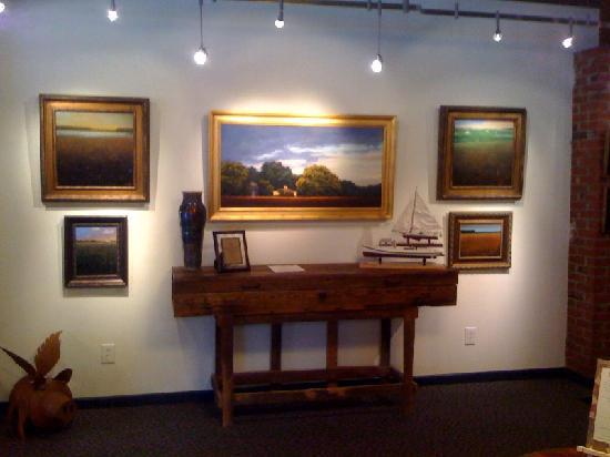 Snow Hill, MD: Art work changes each month with First Friday opening receptions