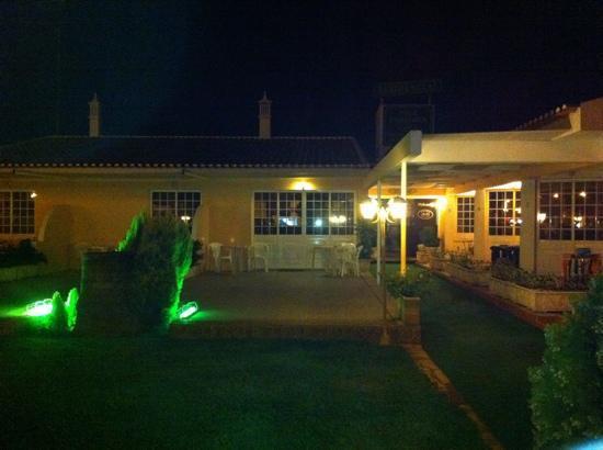 Residencial Vila Formosa: jardin de noche
