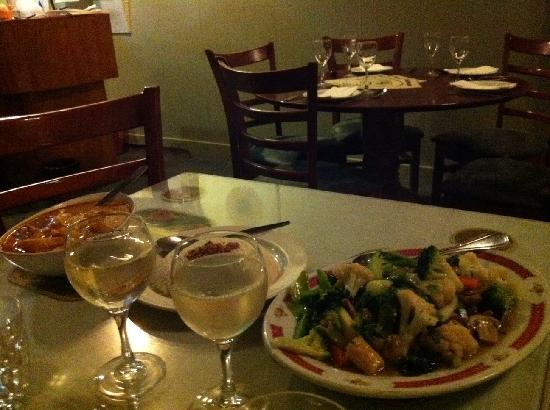 Sri Pinang: Chicken curry and stir-fried veggies