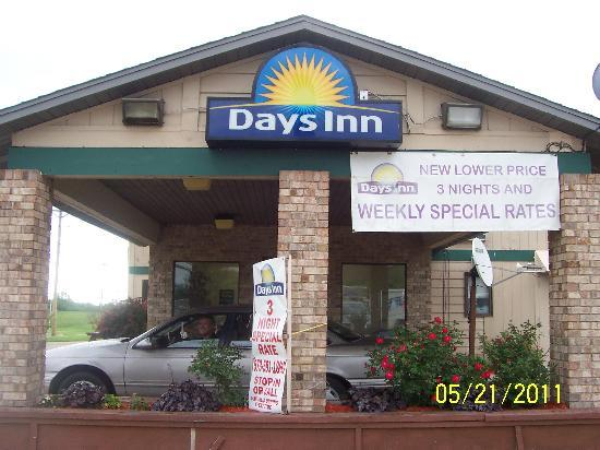 Days Inn Mexico: The outside of the building