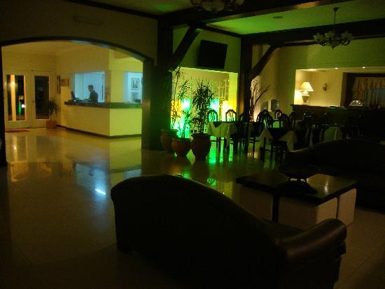 Parque Hotel Laboulaye: recepcion de noche