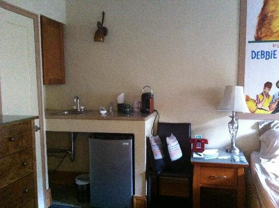 Chelsea Pines Inn: Wetbar In Bedroom With Fridge, Pod Coffee Maker, Extra  Glasses