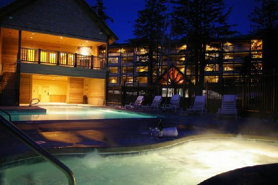 The Grand Lodges: Grand Lodges Pool
