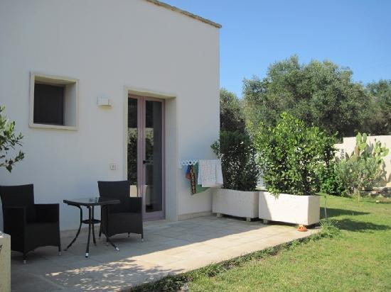 Corte dei Melograni Hotel Resort : The little veranda outside our room