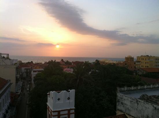 Movich Hotels Cartagena de Indias : Puesta de sol desde bar-terraza