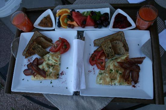 Brin de Soleil B&B: Breakfast, delicious!