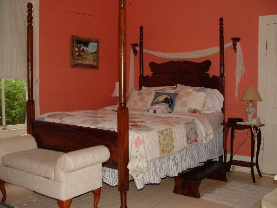 Maison D'Memoire Bed & Breakfast Cottages: Autumn Cottage Bedroom