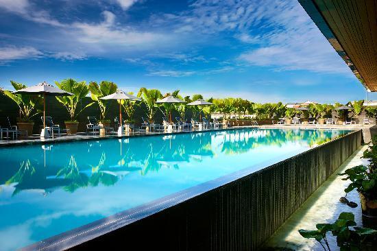 Century Kuching Hotel: Poolside