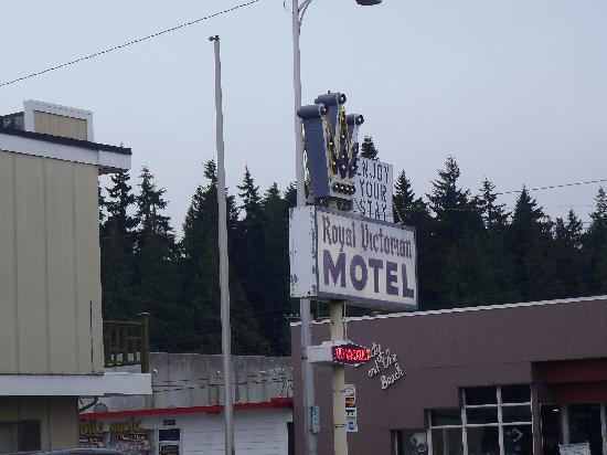 Royal Victorian Motel: motel sign