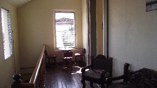 Posada San Jose: Sala de estar y balcones