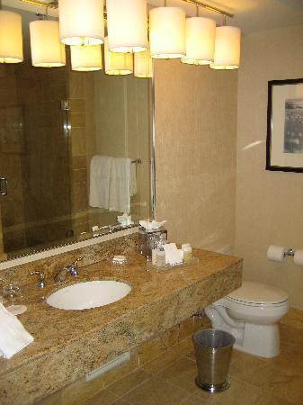 Conrad Miami: Bathroom