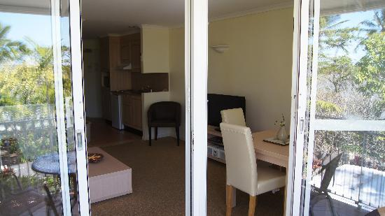 Trinity Beach, Australia: Room 14, View Back Towards Kitchen