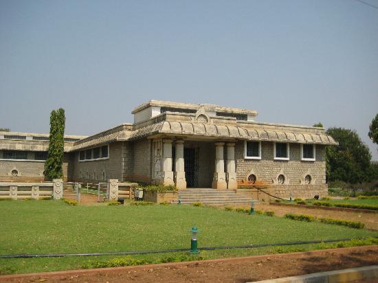 Nagarjuna Sagar Dam : MUSEUM INSIDE THE DAM ISLAND..