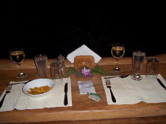 The Gecko Restaurant: Our dinner placement