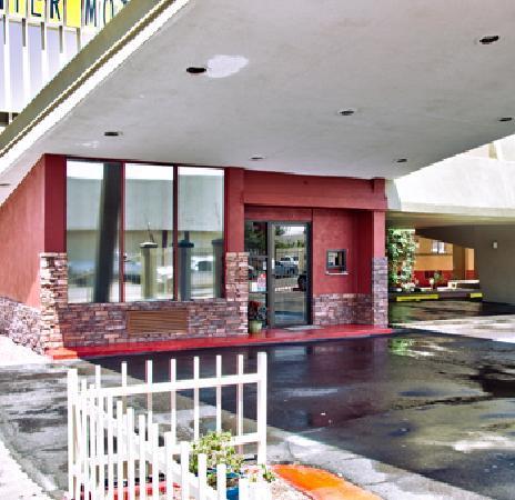 Travelodge Phoenix Downtown : Entrance