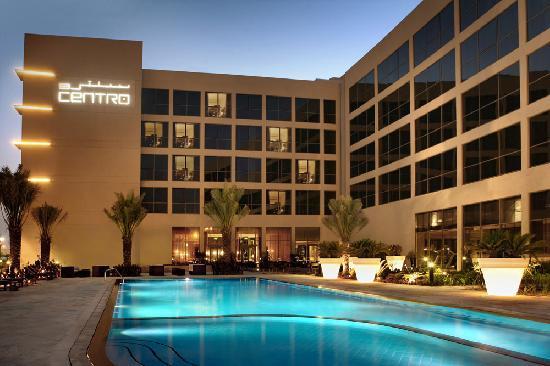 Centro Sharjah: Swimming Pool - Night