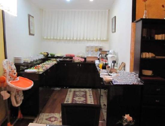 Adora Hotel: 朝食ブッフェ