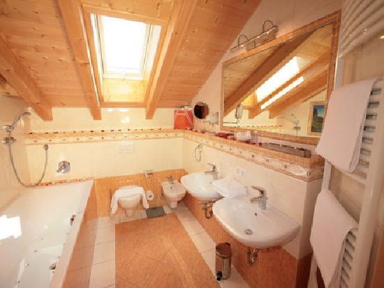 Wellness-und Landhotel Prinz: Badezimmer-Alpenpanorama-Junior-Suiten
