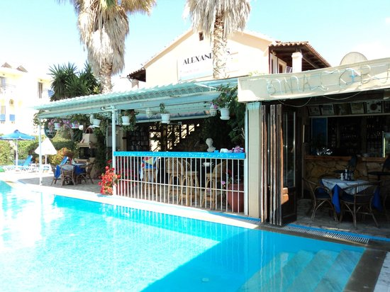 Alexandros Studios & Apartments: part of restaurant/snack bar