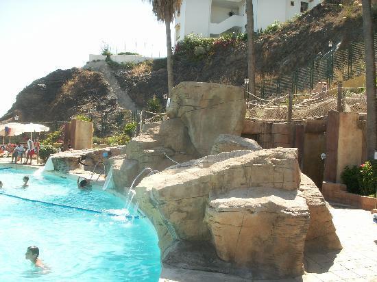 Playabonita Hotel : Toboganes y piscina