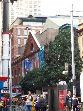 Pensione Hotel Sydney - by 8Hotels: Crossing George St to the theatre