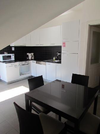 Adina Apartment Hotel Budapest: Kitchen