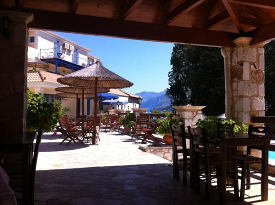 Odyssey Villas : view from the restaurant to the rooms and the garden