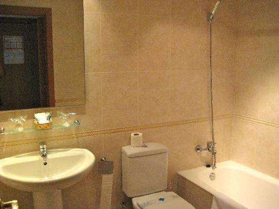 Hotel Marvi: bathroom