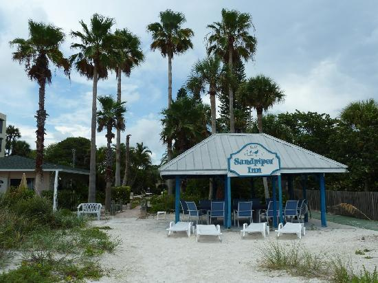Sandpiper Inn: Looking back from the beach
