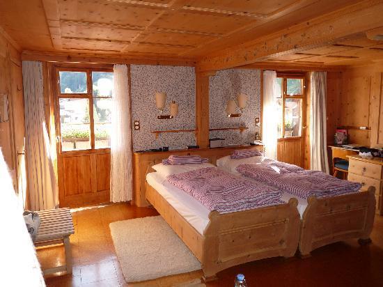 Romantik Hotel Chesa Grischuna: Our room - beautiful!