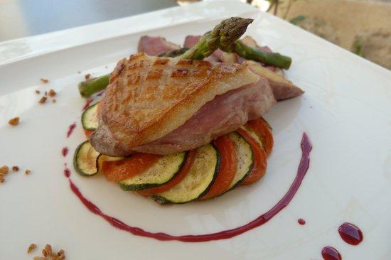 L'Allee des Vignes: L'Allée des Vignes - Magret de canard sur tian de légumes