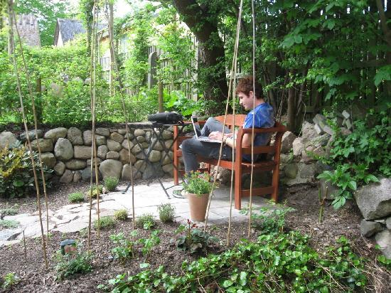 The B&B-House: Wi-Fi is also working in the garden