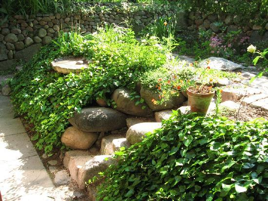 The B&B-House: Stone stairs in the garden