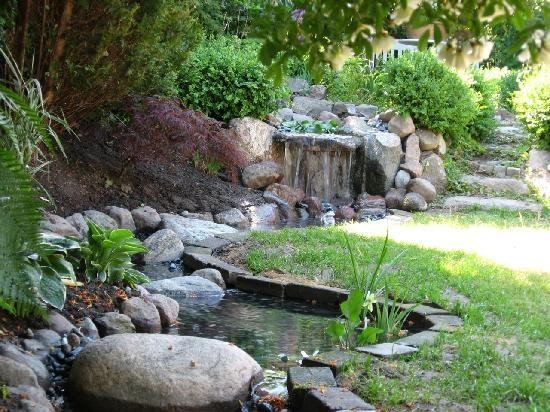 The B&B-House : Garden stream with the highest waterfall in Karlstrup