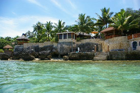 Magic Island Dive Resort: Beachfront