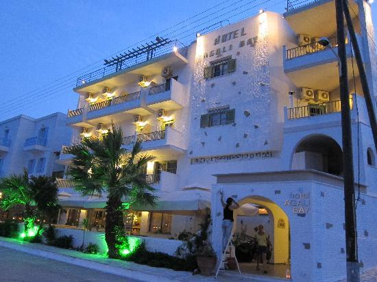 Agali Bay Hotel: front view