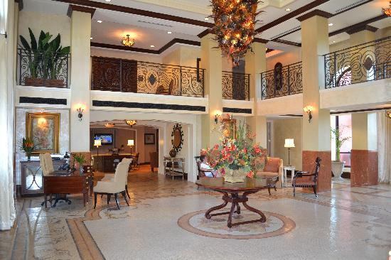 Naples Bay Resort & Marina: foyer