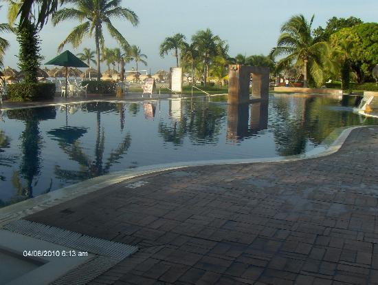 Royal Decameron Beach Resort, Golf & Casino : Pool