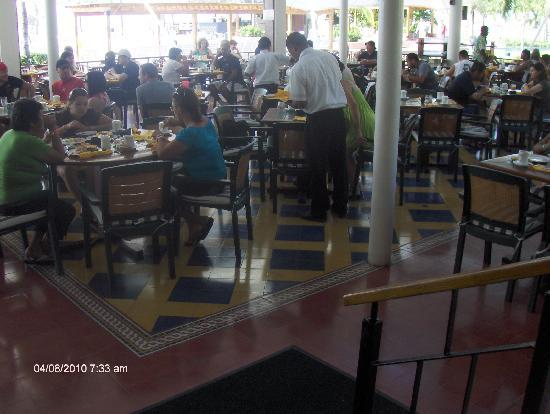 Royal Decameron Beach Resort, Golf & Casino: Dining Area