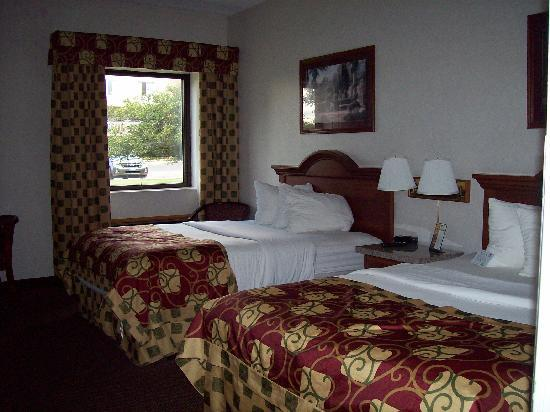 Clarion Inn : Beds, Window Actually Opens