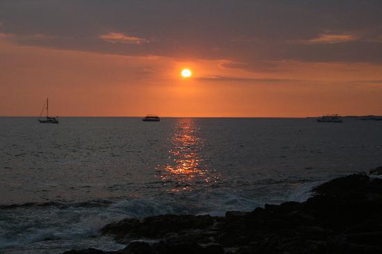 Kanaloa at Kona: sun setting