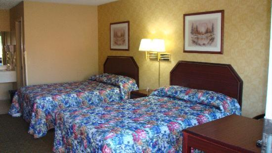 Econo Lodge: Room with 2 Double Beds