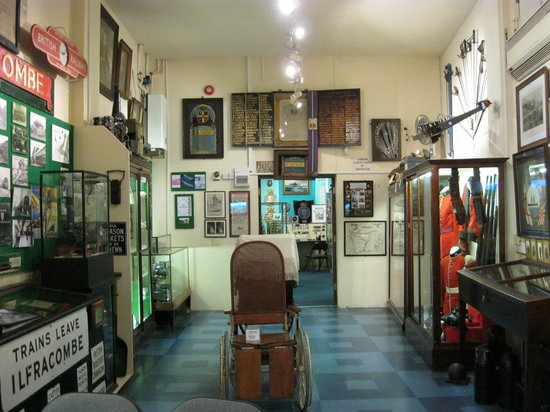 Ilfracombe Museum: museum room