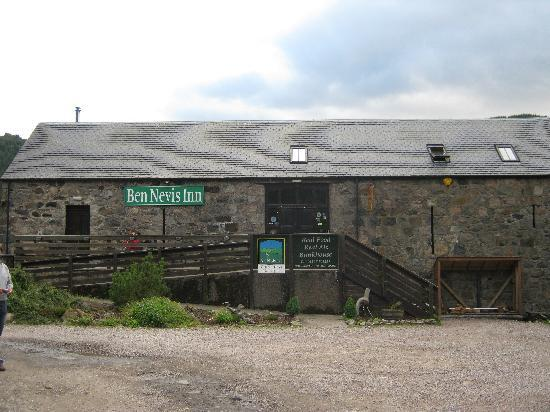 Ben Nevis Inn and Bunkhouse: The upstairs Bar and Restaurant.