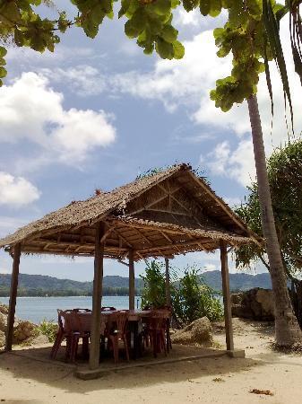 Bon Island Restaurant : Restaurant Outdoor Beach-Side Seating
