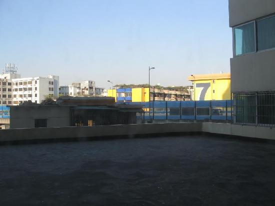 Vienna Hotel Guangzhou Sanyuanli: View through my window