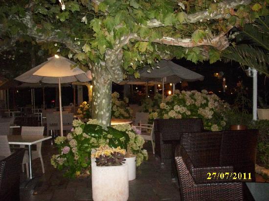 Hotel Mediterranee : Abendliche Terrasse