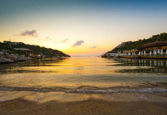 Hilton Bodrum Turkbuku Resort & Spa: Beach sunset