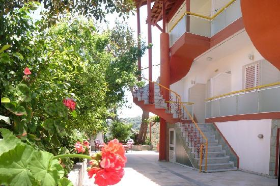 Evli Apartments : exterior